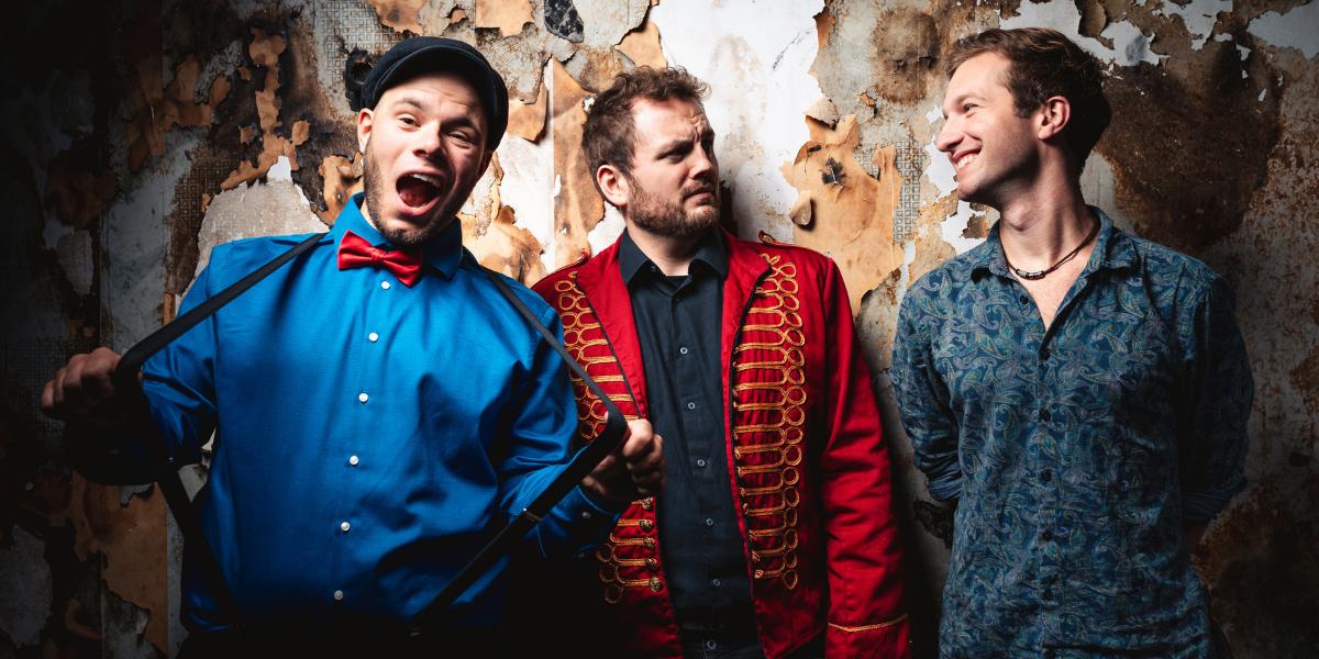 Single Review: Monkey Circus – Lights Away